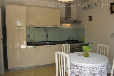 Apartments RUZA DUJMOVIC A1, Hvar, Croatia - photo 4