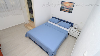 Apartments Villa Flamingo 2-5 person 100m from center, Makarska, Croatia - photo 3