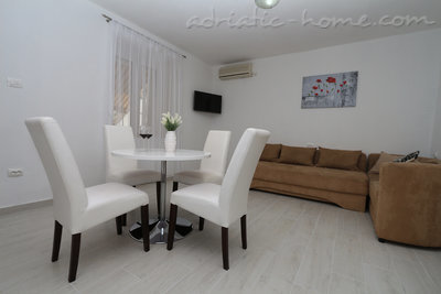 Apartments Villa Flamingo 2-5 person 100m from center, Makarska, Croatia - photo 1