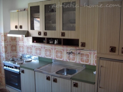 Apartments Jurić-Kavelj, Kaštel Lukšić, Croatia - photo 6