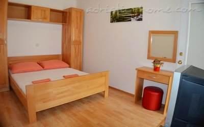 Apartments RADOŠ, Makarska, Croatia - photo 2