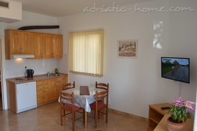 Apartments RADOŠ, Makarska, Croatia - photo 10