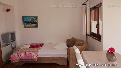 Apartments Villa Flamingo 100m center, Makarska, Croatia - photo 2