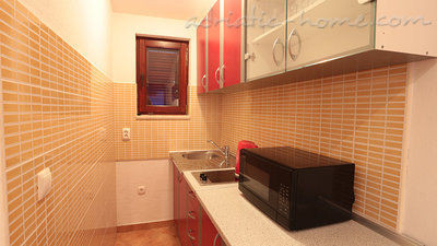 Apartments Villa Flamingo 100m center, Makarska, Croatia - photo 3
