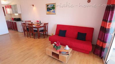 Apartments Villa Flamingo 100m center, Makarska, Croatia - photo 4
