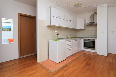 Apartments 2-5 person 100m from beach, Makarska, Croatia - photo 6