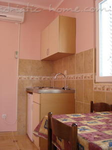 Apartments SANDRA III***, Tivat, Montenegro - photo 4