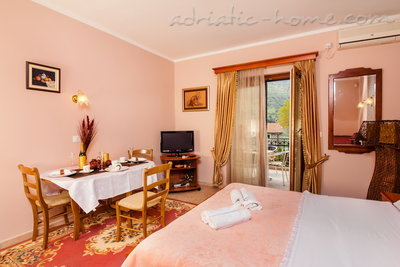 Studio apartment BOGDANOVIĆ II, Kotor, Montenegro - photo 1