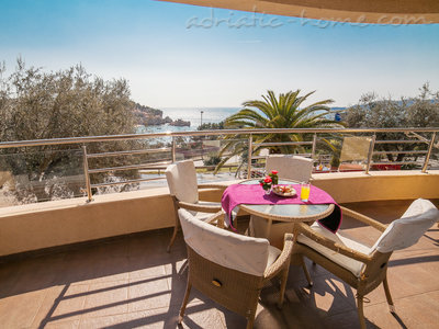 Appartementen RAYMOND-One bedroom apartments with sea view, Pržno, Montenegro - foto 1