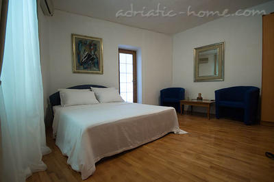 Apartments VILLA NAUTICA III, Herceg Novi, Montenegro - photo 5