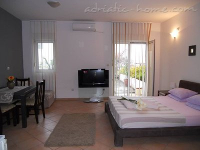 Studio apartment POZNANOVIĆ APP2, Herceg Novi, Montenegro - photo 2