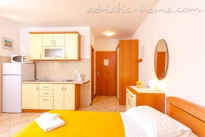 Studio apartment DAVOR TOMAŠ 1, Brela, Croatia - photo 5