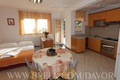 Apartments DAVOR TOMAŠ 8, Brela, Croatia - photo 5