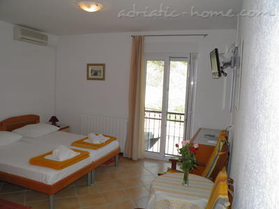 Rooms DAVOR TOMAŠ 4&5, Brela, Croatia - photo 11