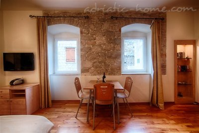 "Studio apartment ""Laurus"" - VILLA NONNA, Vis, Croatia - photo 2"