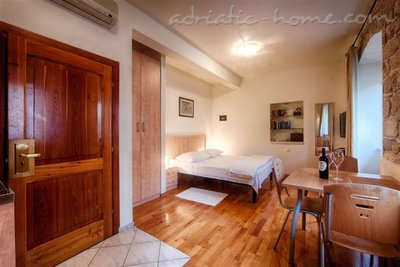 "Studio apartment ""Laurus"" - VILLA NONNA, Vis, Croatia - photo 1"