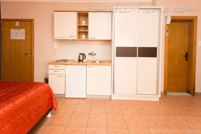 "Studio apartment STUDIO APARTMENTS""SOFIJA"", Budva, Montenegro - photo 9"