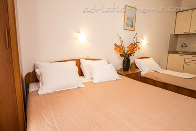 "Studio apartment STUDIO APARTMENTS""SOFIJA"", Budva, Montenegro - photo 15"