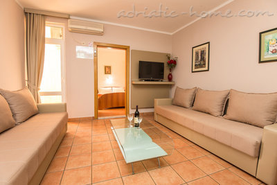 "Leiligheter ""FAMILY ONEBEDROOM APARTMENT ""SOFIJA"" WITH BIG BALKONY, Budva, Montenegro - bilde 1"