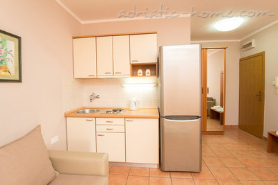 "Apartmány ""FAMILY ONEBEDROOM APARTMENT ""SOFIJA"" WITH BIG BALKONY, Budva, Čierna Hora - fotografie 5"