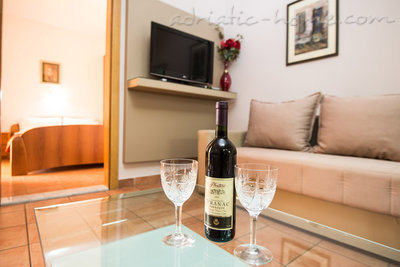 "Apartmanok ""FAMILY ONEBEDROOM APARTMENT ""SOFIJA"" WITH BIG BALKONY, Budva, Montenegro - fénykép 7"