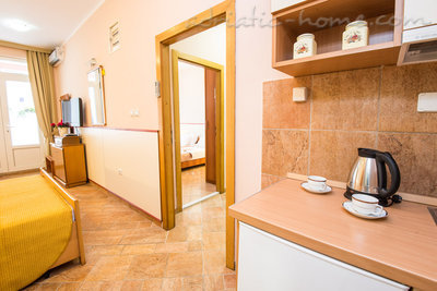 "Apartmanok ""FAMILY ONEBEDROOM APARTMENT ""SOFIJA"" WITH BIG BALKONY, Budva, Montenegro - fénykép 11"