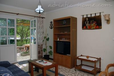 Apartments PEROVIĆ II, Buljarica, Montenegro - photo 2