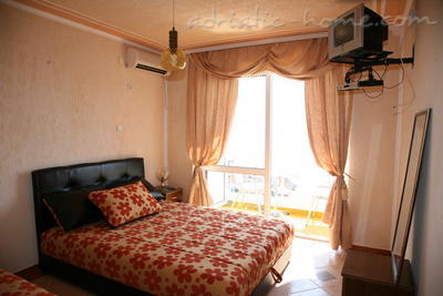Apartments SUN IV, Ulcinj, Montenegro - photo 4