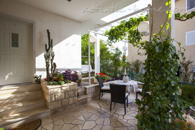 Апартаменты Comfort Apartment with Terrace (5 - 6 Adults), Makarska, Хорватия - фото 12