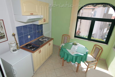 Apartmány Apartment with Balcony and Sea View (3 Adults), Makarska, Chorvátsko - fotografie 5