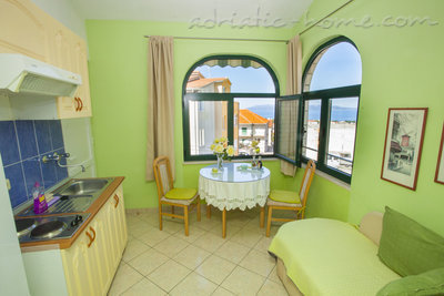 Apartmaji Apartment with Balcony and Sea View (3 Adults), Makarska, Hrvaška - fotografija 12