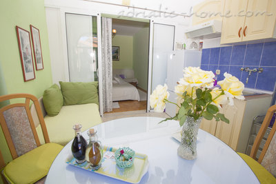 Apartmány Apartment with Balcony and Sea View (3 Adults), Makarska, Chorvatsko - fotografie 14