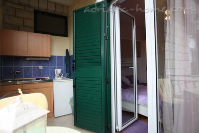 Апартаменты Studio Apartment with Balcony and Sea View (2 Adults), Makarska, Хорватия - фото 12