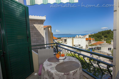 Апартаменты Studio Apartment with Balcony and Sea View (2 Adults), Makarska, Хорватия - фото 8