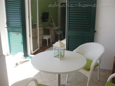 Apartamentos Studio Apartment with Terrace (2 - 3 Adults)	, Makarska, Croácia - foto 3