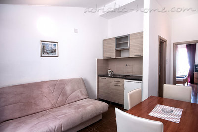 Apartments ĐUROVIĆ VIII, Petrovac, Montenegro - photo 5
