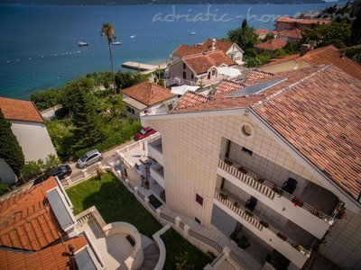 Apartments VILLA LABAN III, Herceg Novi, Montenegro - photo 6