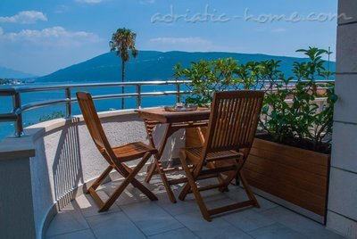 Apartments VILLA LABAN III, Herceg Novi, Montenegro - photo 9