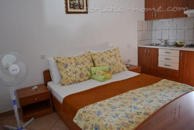 Apartment BULUM III, Hvar, Croatia - photo 4