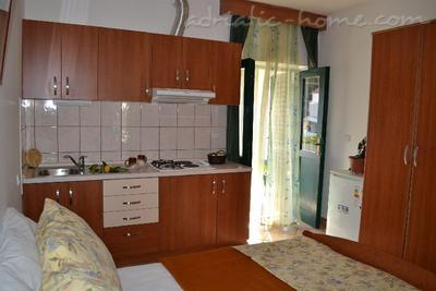Apartments BULUM IV, Hvar, Croatia - photo 3