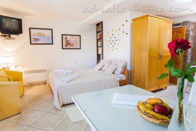 Apartments VILLA SERVENTI IV, Tivat, Montenegro - photo 8