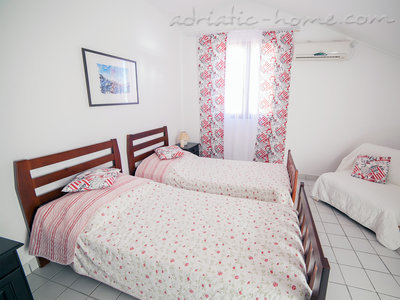 Studio apartment VILLA MONA , Sveti Stefan, Montenegro - photo 4