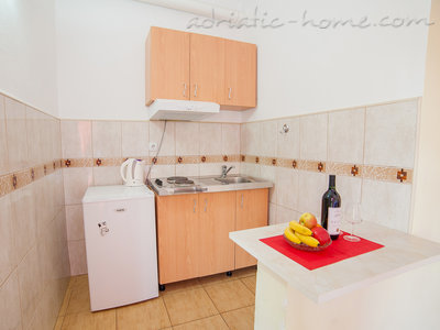 Studio apartment VIKTORIJA I, Buljarica, Montenegro - photo 2