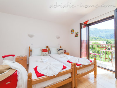 Studio apartment VIKTORIJA I, Buljarica, Montenegro - photo 3