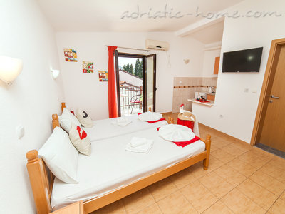 Studio apartment VIKTORIJA I, Buljarica, Montenegro - photo 5