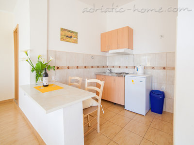 Studio apartment VIKTORIJA III, Buljarica, Montenegro - photo 3