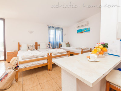 Studio apartment VIKTORIJA III, Buljarica, Montenegro - photo 6