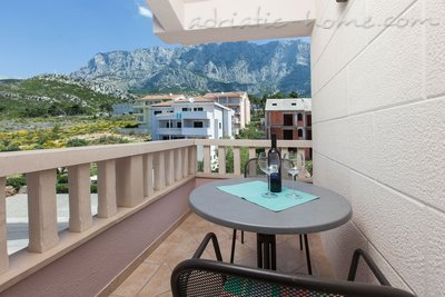 Apartments VILLA LUČIĆ III, Makarska, Croatia - photo 4