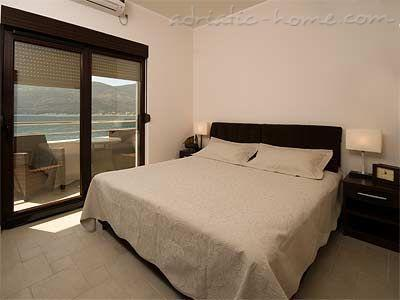 Apartments TWINS-IGALO II, Herceg Novi, Montenegro - photo 5