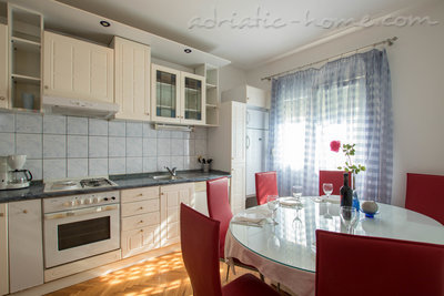 Apartments Vitali 2, Kaštel Novi, Croatia - photo 6